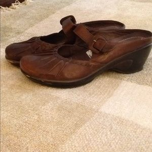 Leather heeled shoes